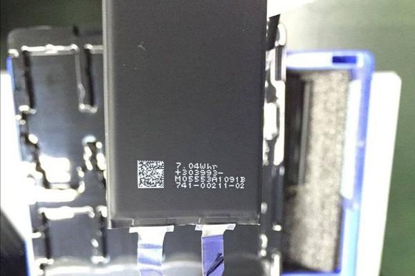 iPhone 7 battery leak